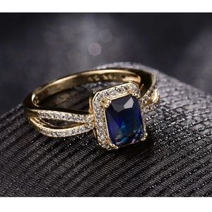 Jewelry - 🎉sale 🎉18k gold  sapphire ring